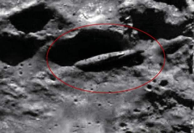"""Корабль пришельцев, обнаруженный на Луне. Его летел обследовать экипаж """"Аполлона-20""""."""