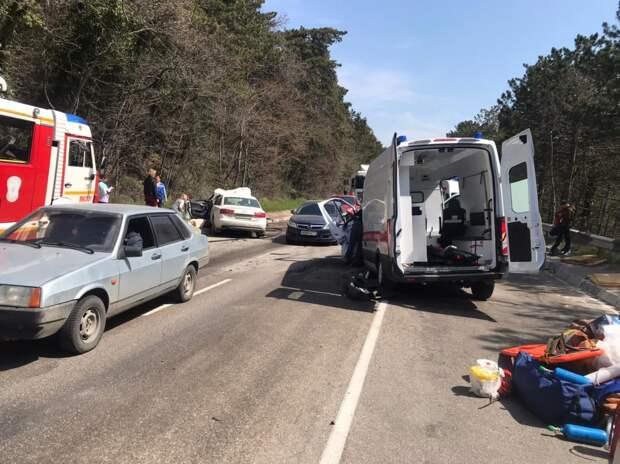 В Ялте погиб водитель Audi при столкновении с машиной скорой помощи, ещё трое травмировались