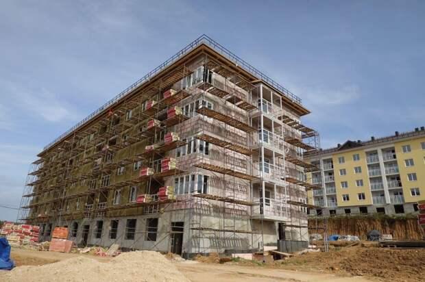 Минстрой опроверг информацию о переносе сроков сдачи в эксплуатацию домов в ЖК «Новинки SmartCity»