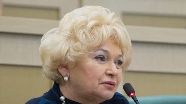 Нарусова объяснила слова о «людях бомжового вида» рядом с Совфедом