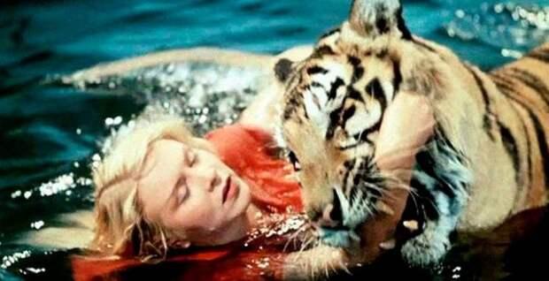 Маргарита Назарова с тигром Пуншем