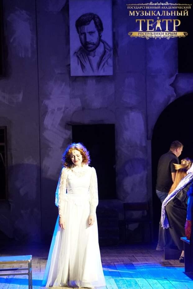 В Симферополе состоялась премьера спектакля «Роман о девочках» по незаконченному произведению Владимира Высоцкого