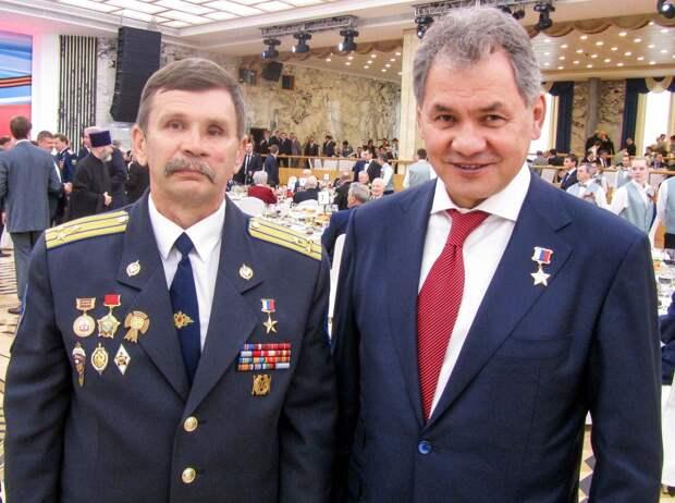 Герой России и Беслана Вячеслав Бочаров («Вымпел») и министр обороны России Сергей Шойгу