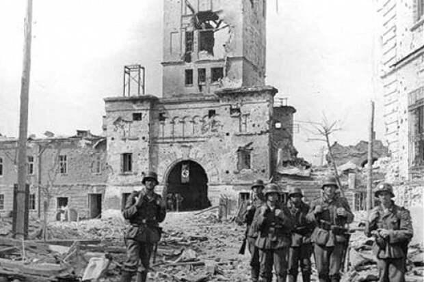 Почему немцы два раза штурмовали Брестскую крепость