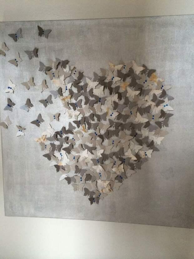 Красивая картина низ бабочек в пастельных тонах
