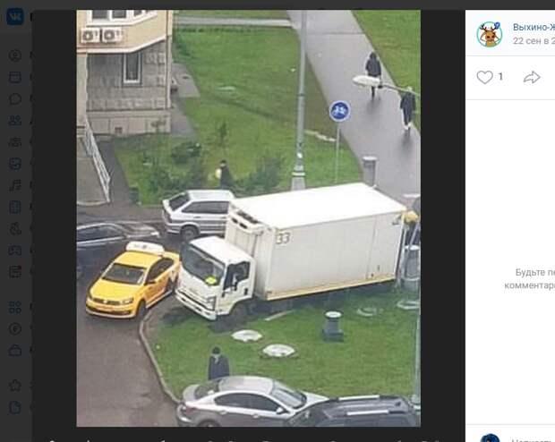 «Вскопанный» грузовиком газон на улице Липчанского восстановили