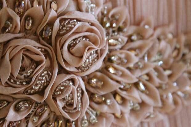 Цветы из ткани в работах дизайнеров и мастеров вышивки, фото № 23