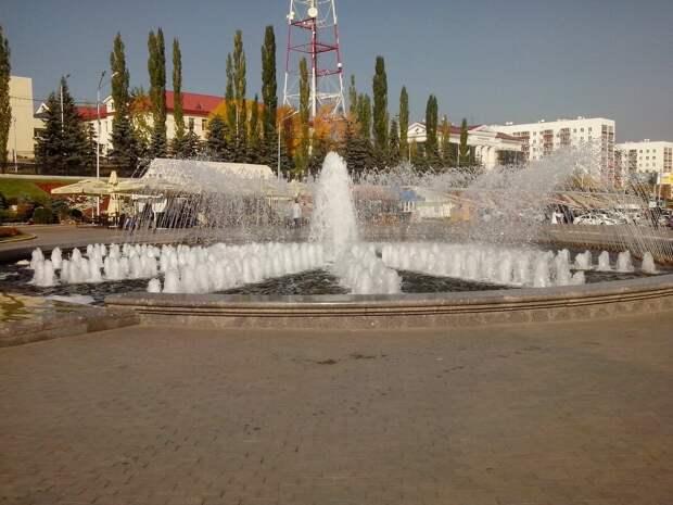 Фонтан недалеко от памятника Салавату Юлаеву