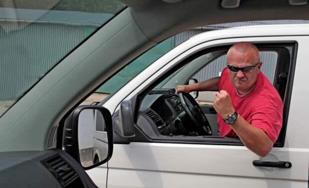 Небрежное вождение не только раздражает окружающих, но и вредит автомобилю.