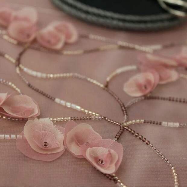 Цветы из ткани в работах дизайнеров и мастеров вышивки, фото № 12
