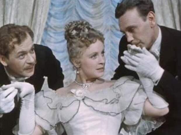 Почему Александр Вертинский не хотел сниматься с Аллой Ларионовой, а позже осыпал ее цветами