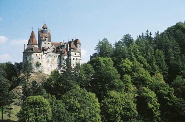 В замке Дракулы в Румынии открылся пункт вакцинации...