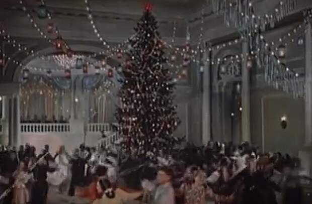В фильме «Навстречу жизни» елка - выше всех похвал Фото: кадр из фильма