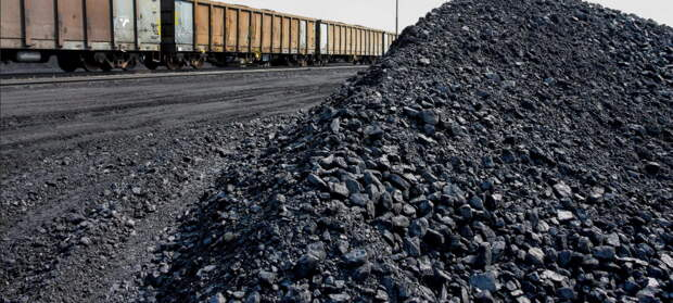 Азаров советует Украине думать про уголь, а не мечтать о зеленой энергетике