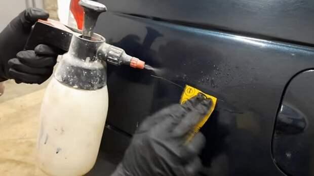 Автомастер рассказывает, как быстро и просто убрать царапину на машине. Справится даже девушка