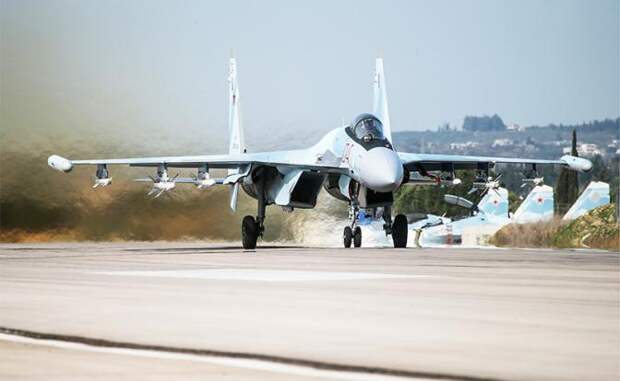На фото: истребитель поколения 4++ Су-35