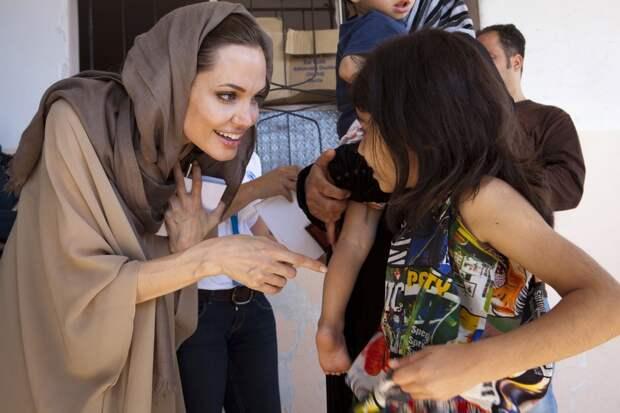 Анджелина Джоли призвала власти США мирно урегулировать сирийский конфликт