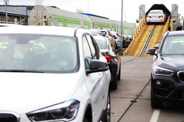 На конвейер «Автотора» встал BMW X1