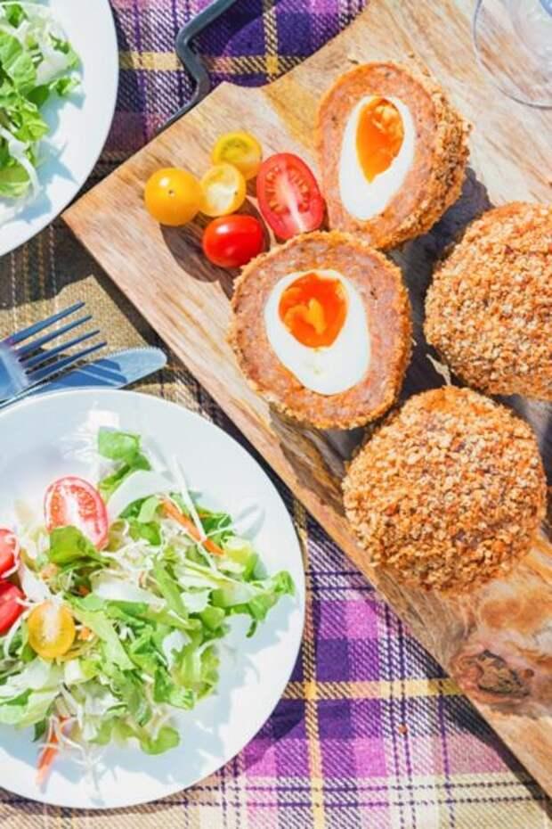 Рецепт: Яйца для пикника с горохом и ветчиной – вариант на природу