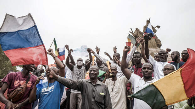 Макрон слил Мали