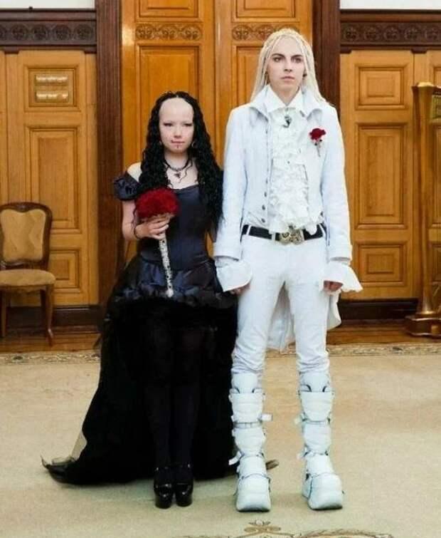 Как сейчас выглядит эта пара, развеселившая Сеть своей свадьбой 10 лет назад