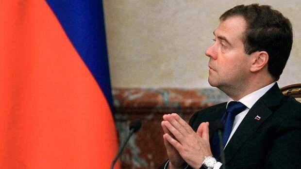 Медведев обвинил США в ухудшении отношений между Россией и Западом