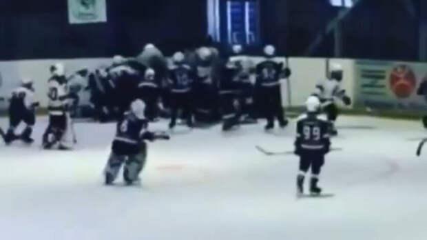10-летние хоккеисты «Южного Урала» и«Сарматов» передрались наматче вПригородном