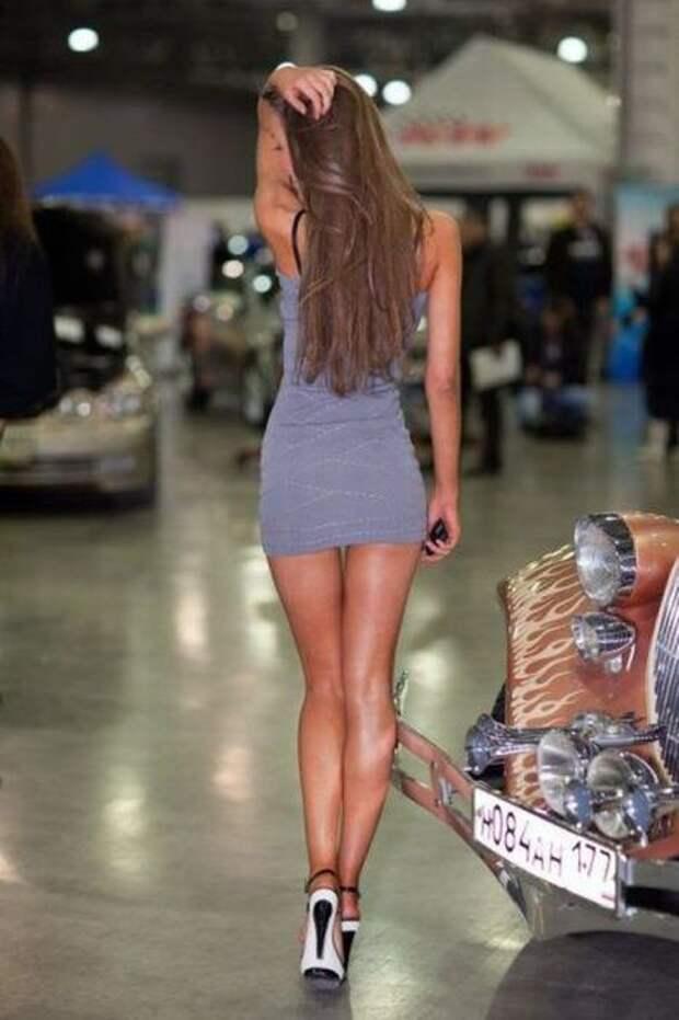 Стройные девушки, которые любят носить обтягивающие платья (51 фото)