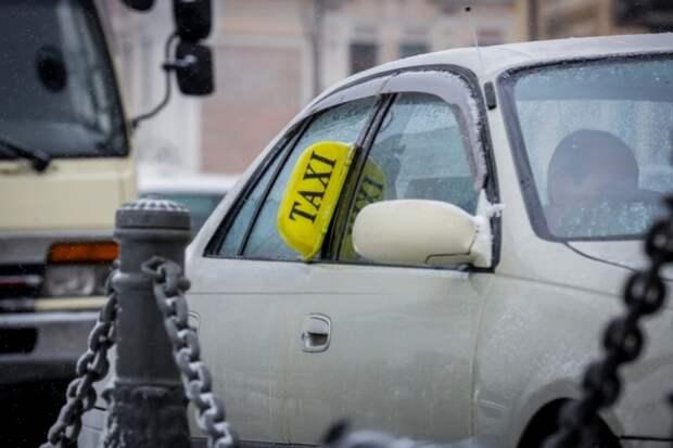Пьяный военный угрожал расправой таксисту, отказываясь платить
