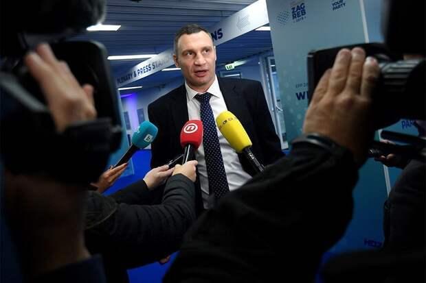 Кличко заявил о ворвавшихся в его подъезд силовиках