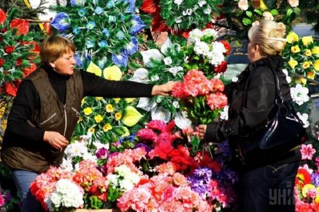 дешевые цветы на кладбище фото