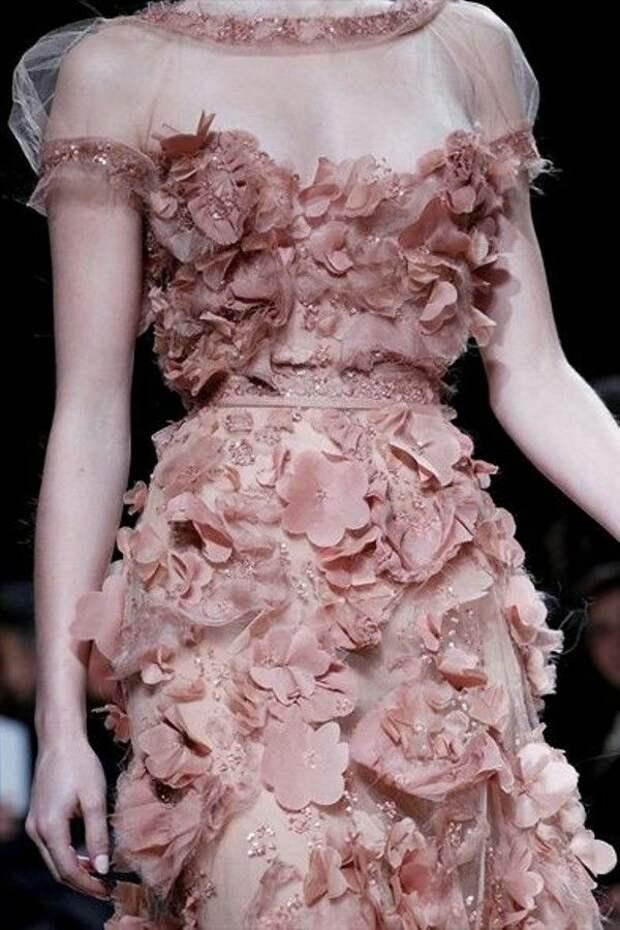 Цветы из ткани в работах дизайнеров и мастеров вышивки, фото № 25