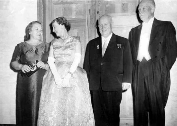 Самая нестандартная первая леди СССР: Почему появление жены Хрущева в Европе вызвало фурор
