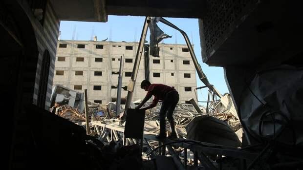 Около 10 тысяч палестинцев покинули дома из-за обстрелов Израиля