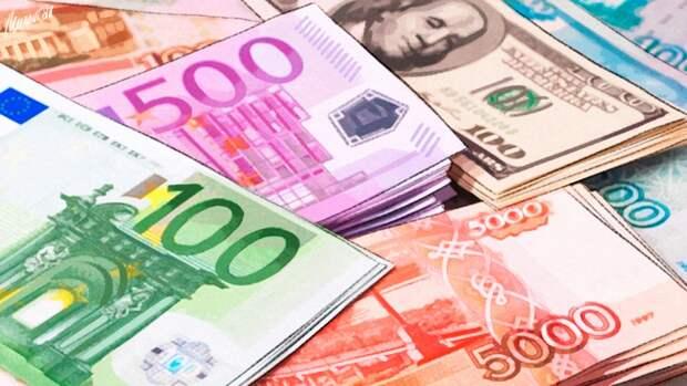 Накопления в валюте стали терять популярность среди жителей России