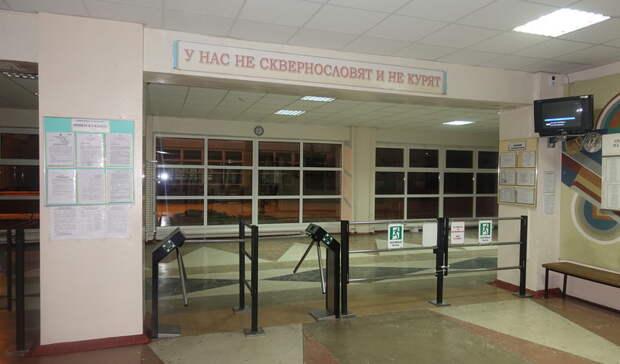 В России потребовали поставить на охрану школ профессионалов с оружием