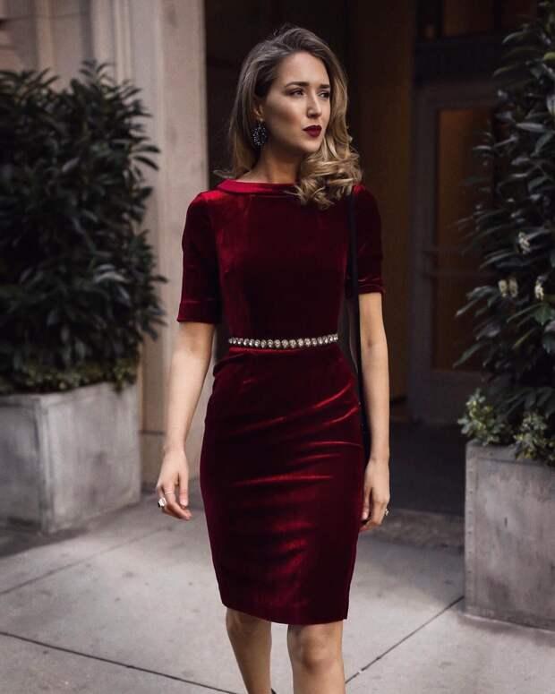 Бархатное платье 2021: модели, которые подчеркнут красоту ваших форм
