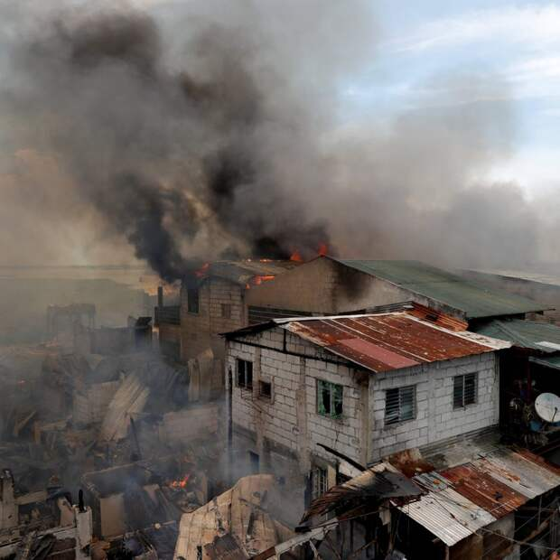 7 жутких фото филиппинских трущоб, которые никогда не прекращают гореть