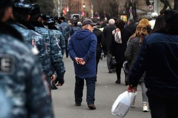 В Ереване митингующие требуют дать разъяснения по договору о границе