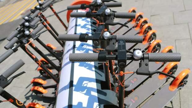 Эксперт прокомментировал идею приравнять электросамокаты к мопедам в ПДД