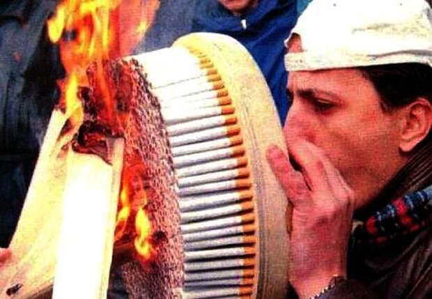 Теоретичеки можно попробовать курить несколько сигарет за раз, но это маловероятно