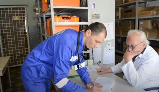 В Новороссийске 14 человек госпитализировали с признаками отравления