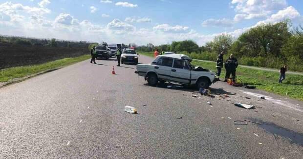 Под Харьковом грузовик раздавил легковушку, погибли два человека