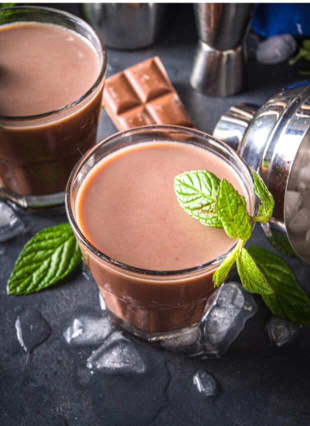 С бананом и орехами или со льдом и шоколадным сиропом: 5 кофейных напитков для утра выходного дня