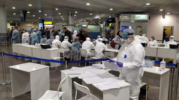 Вирусолог Альтштейн оценил решение Роспотребнадзора тестировать прилетевших из Индии