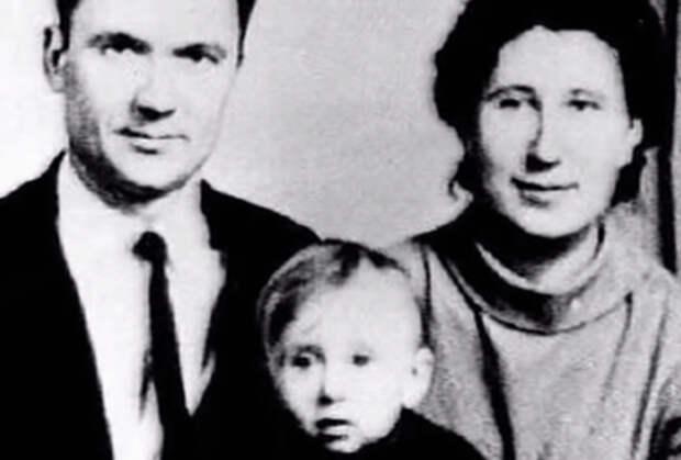 Андрей Чикатило с семьей