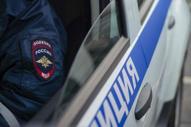Пьяный водитель протаранил забор и дерево в Тверской области