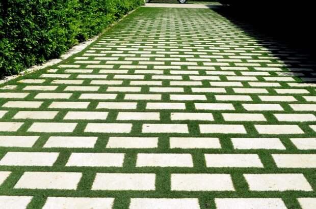 Такая дорожка смотрится необычно и загадочно. /Фото: gazonyru.com