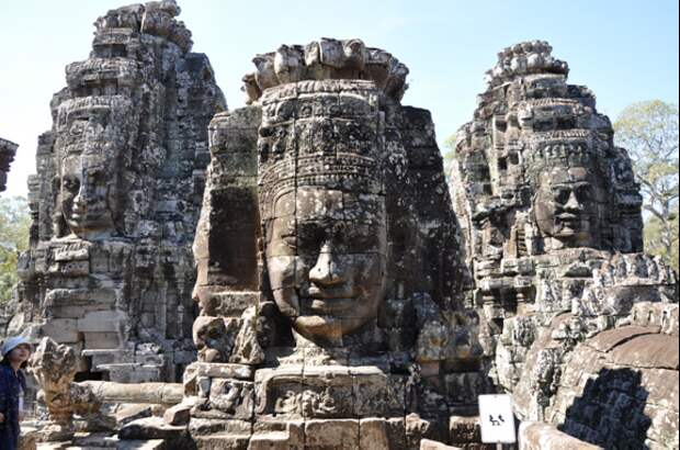 Лица храма Байон. Источник https://www.travelcambodiaonline.com/wp-content/uploads/2016/11/The-faces-which-contain-many-suppositions-in-Bayon-temple.jpg