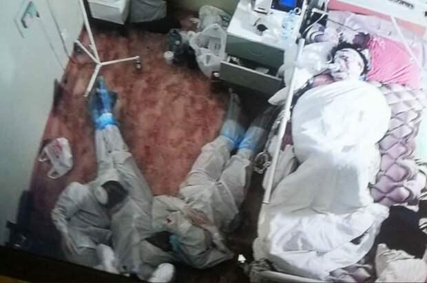"""""""Ангелы-хранители"""": До слёз! Что известно о фото с медиками у кровати пациентки в Ленобласти"""